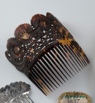 Fancy early 19th-century comb