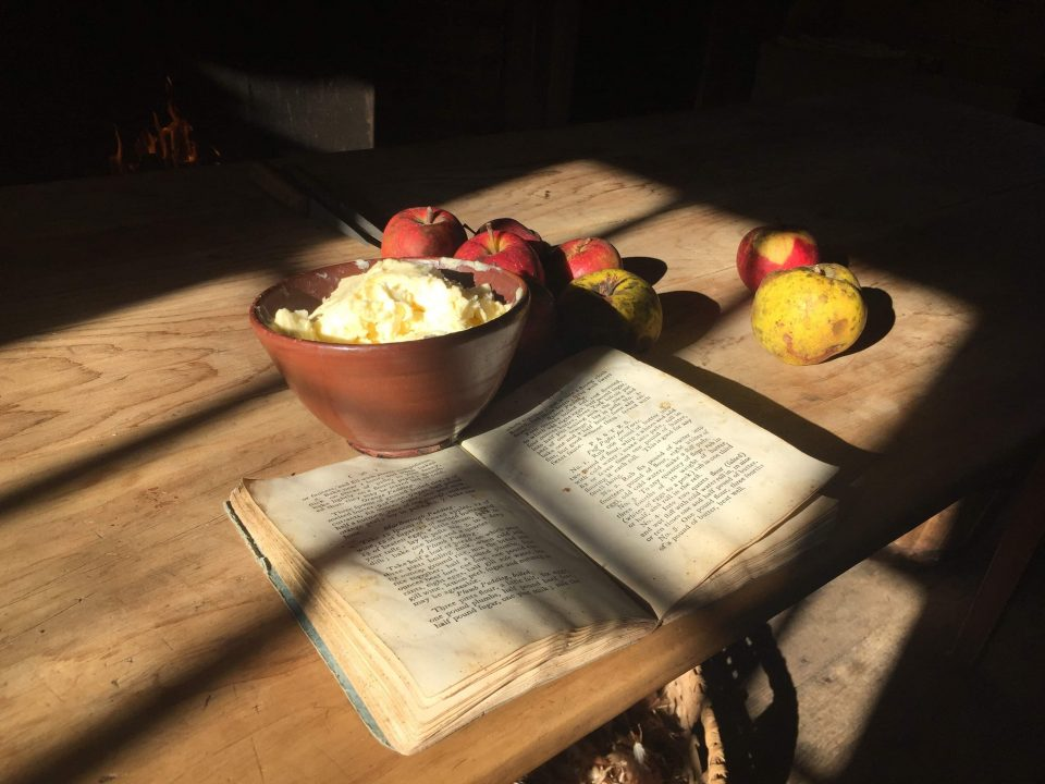 Table with apples and a cookbook